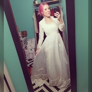 Gorgeous, VINTAGE, wedding gown!!